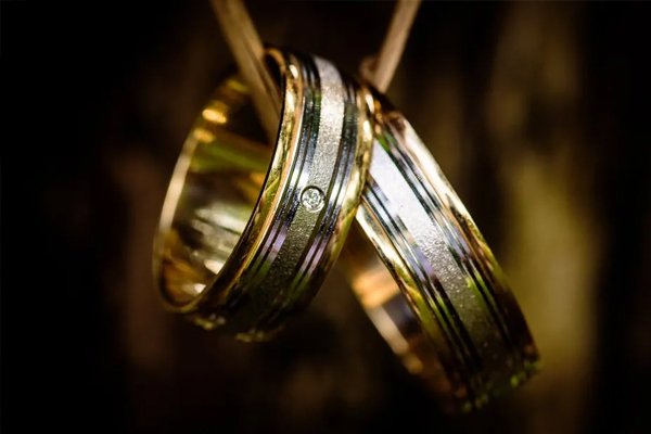 use macro lens when photographing jewelry at home