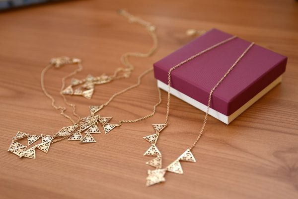 Jewelry photography tips - how to photograph a necklace