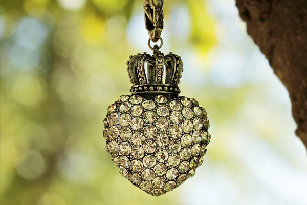 natural lighting for jewelry photography