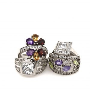 jewelry photography setup tutorial - a group shot of rings using the gemlightbox and a smartphone