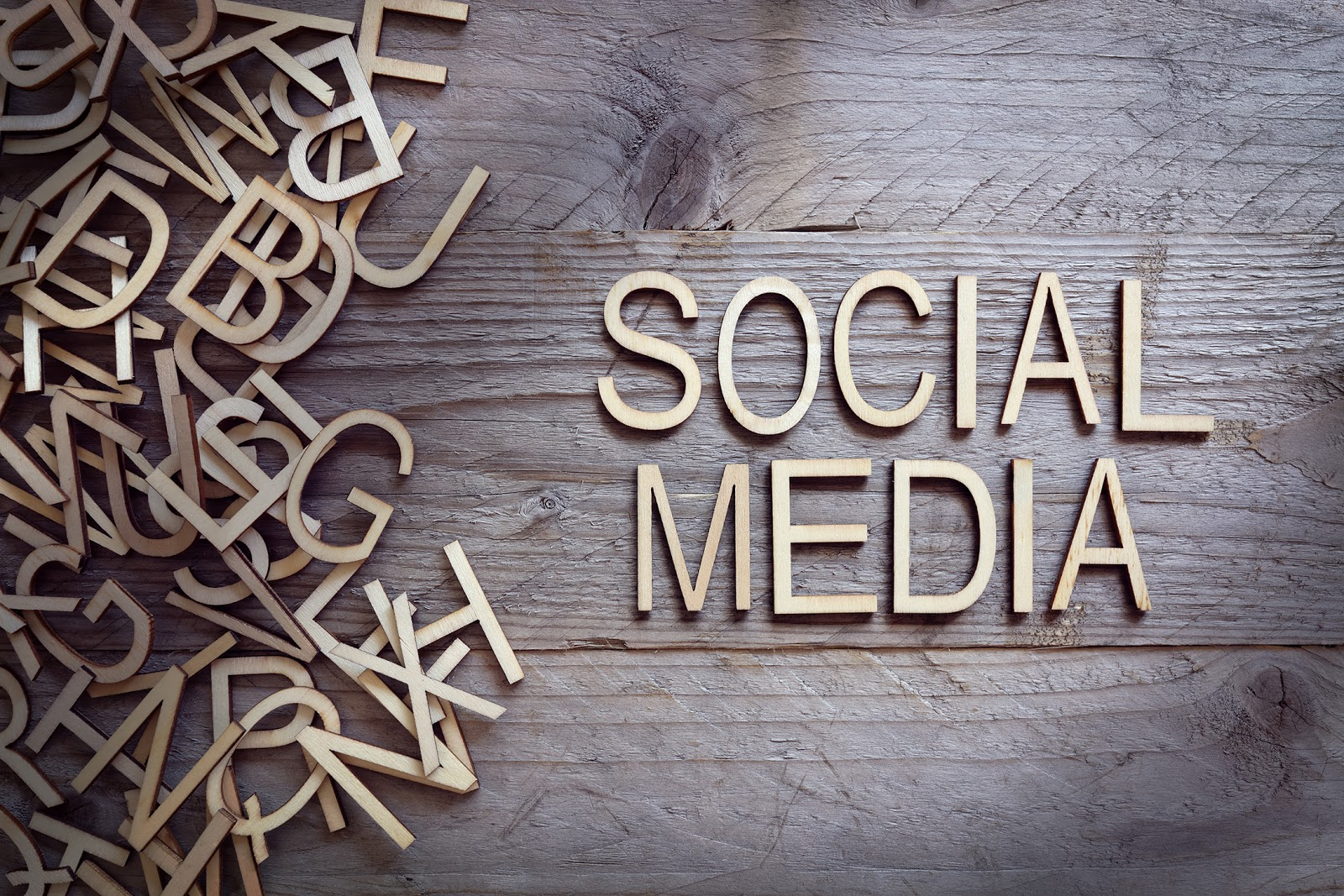 How to use the GemLightbox to jumpstart your jewelry business's social media strategy