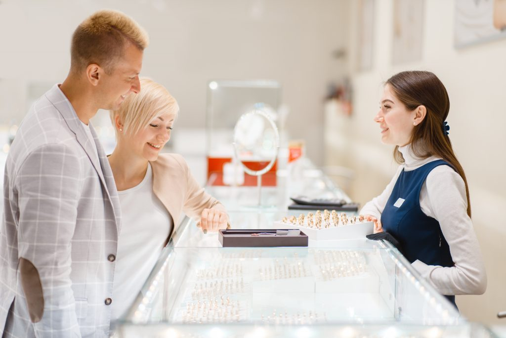 Ways to leave a lasting impression on your jewelry buyers