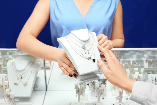 How to start a jewelry business - selling your jewelry