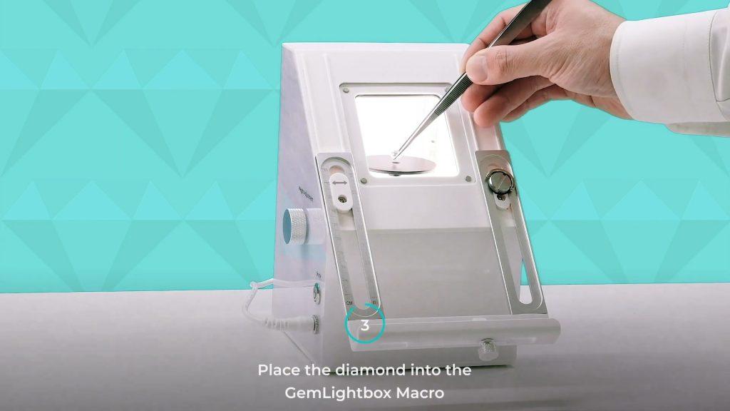 Place the diamond into the GemLightbox Macro
