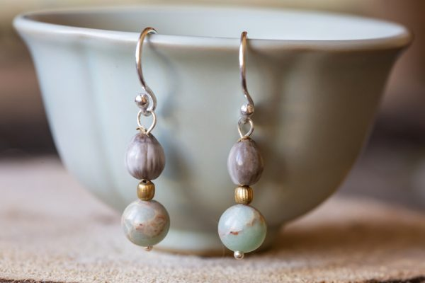 Avoid hanging long earrings on teacups and bowls