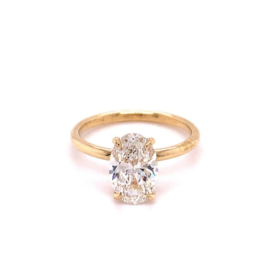 Diamond photography tips - oval diamond with GemLightbox