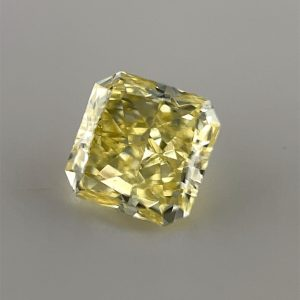 How to photograph a yellow diamond on a grey background