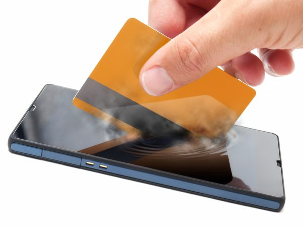 jewelry e-commerce trends: more mobile payment options