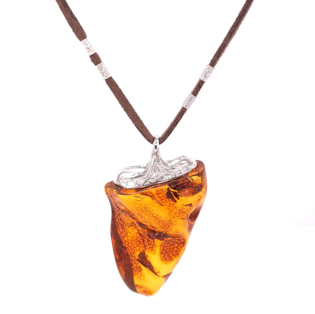 Amber stone captured with GemLightbox