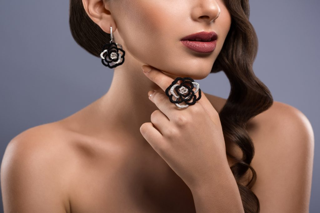 Holiday jewelry trends - floral design