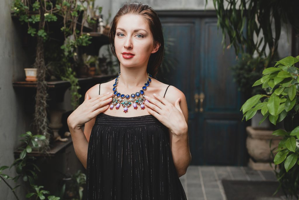 holiday jewelry trends - statement pieces